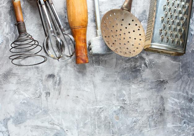 organizacja szafki na sztućce w kuchni