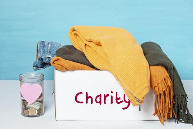 pomaganie biednym